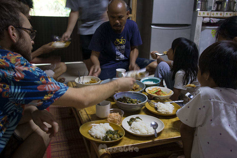 workaway w tajlandii wspólny posiłek