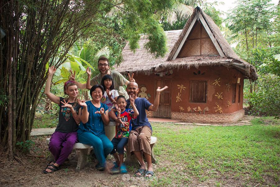 wolontariat w Tajlandii naturalne budownictwo